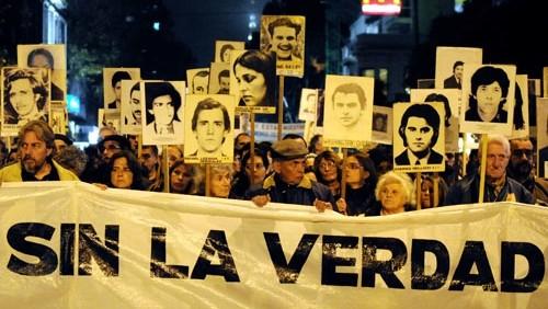 Familiares de detenidos desaparecidos: Fernández Huidobro debe colaborar o dar un paso al costado