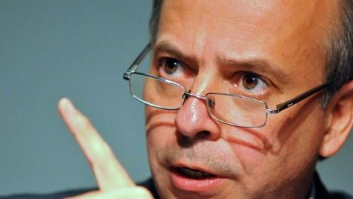 Senador Javier García: «No se puede gastar un millón de dólares en un avión sin una licitación previa»