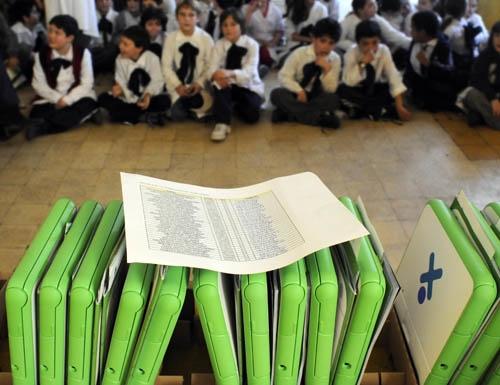"""<em>Idiomas</em><br>Plan Ceibal busca replicar los """"buenos resultados"""" en la enseñanza de inglés sumando mandarín y francés"""