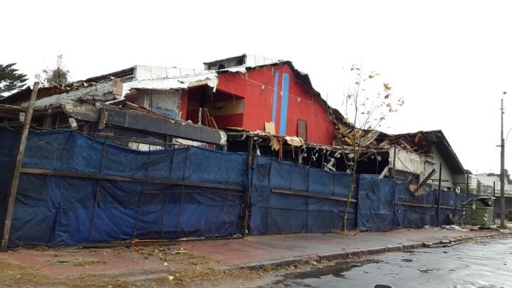 Demolición de edificios viejos en Carrasco