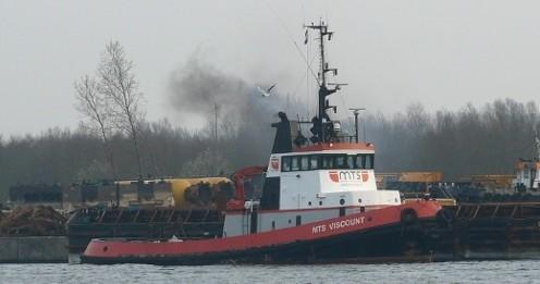 Importante embarque de caños en el puerto de Montevideo