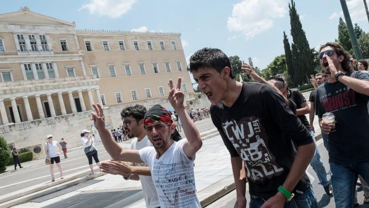 Análisis internacional: En medio de disturbios, el Parlamento griego aprobó medidas de ajuste