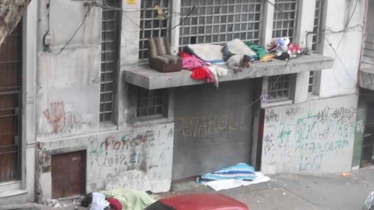 Vecinos del Centro denuncian «zona liberada» alrededor de la Puerta de Entrada del Mides, que puede ser trasladada