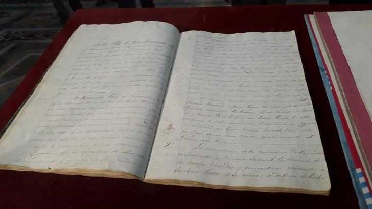 Comienzan a digitalizar original de la Constitución de 1830