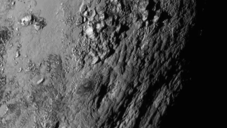 Plutón de cerca: Retrato de un ex planeta