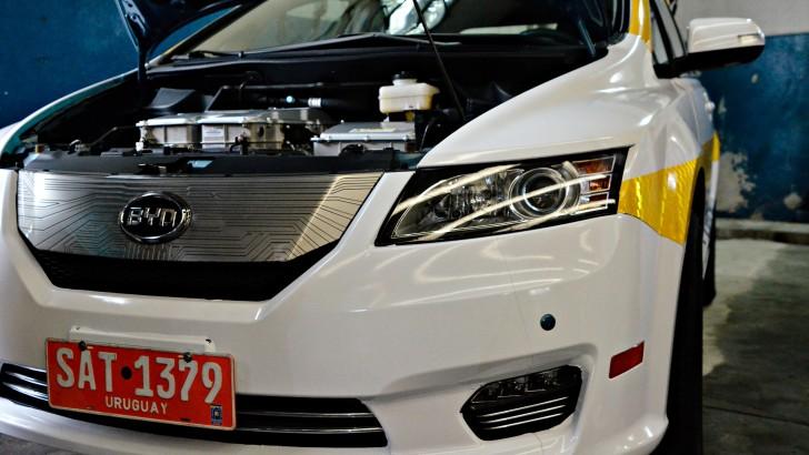 Inauguran primer centro de carga para taxis eléctricos en Uruguay