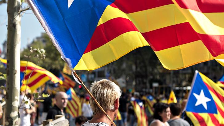 Cataluña hacia el abismo por la manipulación de las emociones
