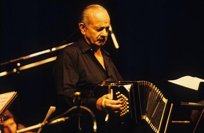 Foto: Astor Piazzolla en la Sala Wilfrid Pelletier de Montréal, Québec, en Canadá, 28 de junio de 1986. Crédito: Serge Laliberté/montrealjazzfest.com