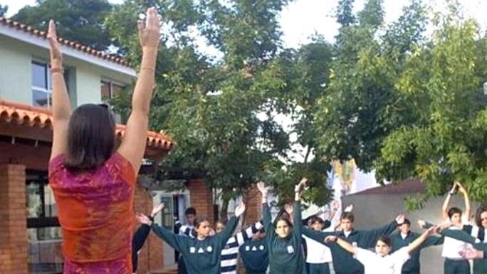<em>Entrevista</em><br>Yoga en el salón de clase predispone la atención de escolares