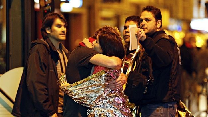 Atentados en París: Más de 120 muertos y 300 heridos en seis ataques casi simultáneos; Identificaron a uno de los atacantes