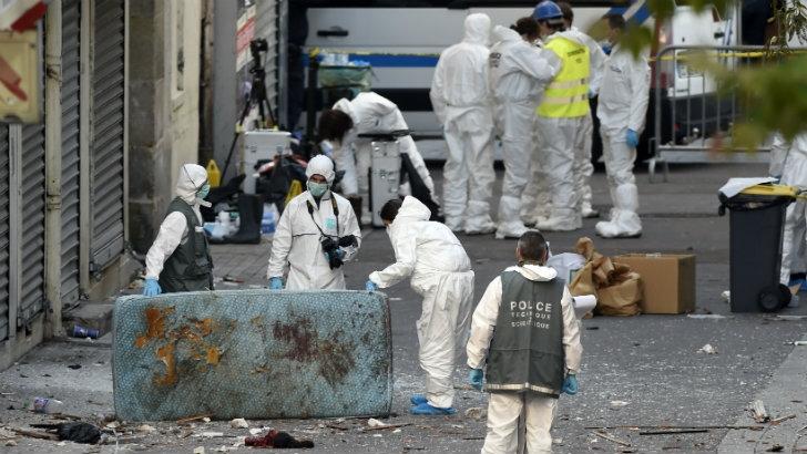 Ataques terroristas en París: Dos muertos y siete detenidos tras operativo en busca del cerebro del viernes 13