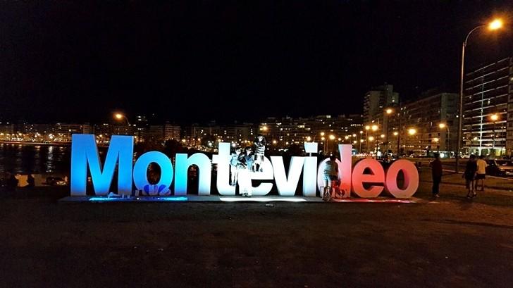 Atentados en París: Montevideo rindió homenaje a las víctimas