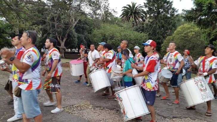 Polémica por sonido elevado en ensayo de <em>escola de samba</em>