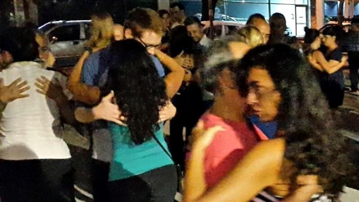 Todos bailan en la Milonga Callejera de plaza Seregni