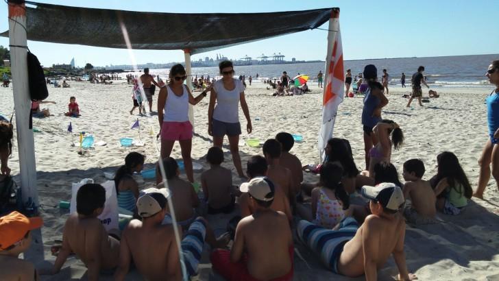 Pequeños arqueólogos en las playas de Montevideo