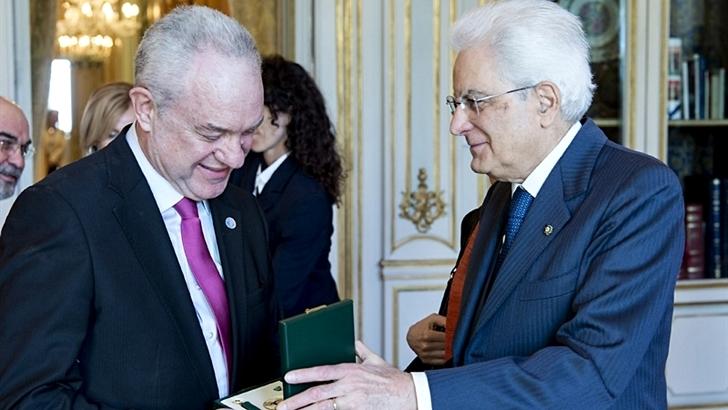 <em>Orden al Mérito</em><br>Periodista uruguayo Mario Lubetkin condecorado por la República Italiana