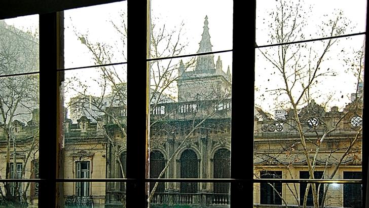 <em>Nueva Troya</em><br>La casa del mirador gótico