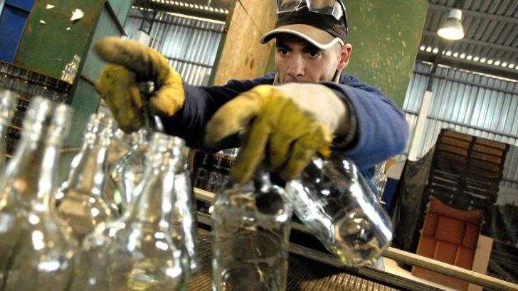 La industria manufacturera tuvo una nueva caída en abril. Análisis y perspectivas