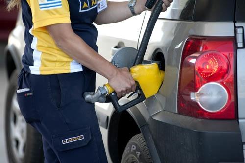 <em>Naftas en la frontera</em><br>Precios en relación a Argentina no «justifican» seguir con rebaja impositiva, dice director de DGI