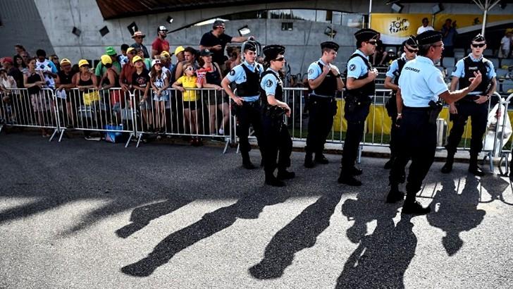 Impresiones de un viaje a París: Sobre la recolección de residuos y la seguridad en el Tour de France