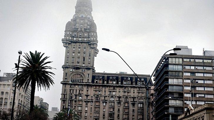 <em>Nueva Troya</em><br>La Torre Eiffel de Montevideo