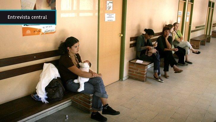 Madres adolescentes: Más de la mitad pasa todo el día «recluida» en su hogar y se «comunican con el mundo» a través de la TV y de Facebook, dice investigadora de Udelar