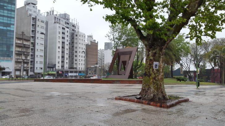 Se instaló en Tres Cruces una escultura de Ignacio Iturria