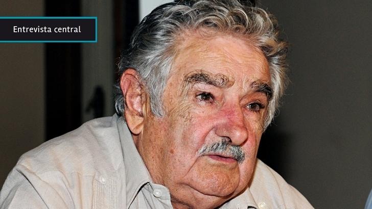 """José Mujica: """"Hacen fila para pegarme pero cuando yo salgo a la calle me encuentro con un espectáculo de cariño de la gente. ¿Serán esquizofrénicos los uruguayos?"""""""