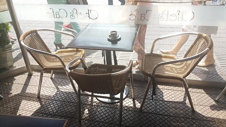 <em>Golpe de vista</em><br>Fantasmas en el café