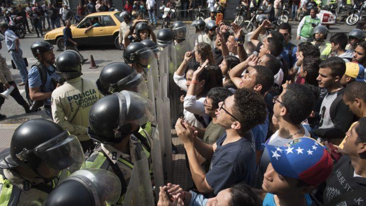 Lacalle Pou (PN): «Gobierno uruguayo no debe seguir mirando para el costado porque la situación no es para medias tintas»