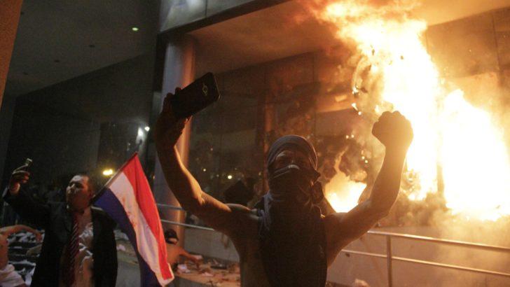 """""""La inestabilidad solo se termina si el oficialismo retira proyecto de enmienda constitucional"""", dice periodista paraguayo"""
