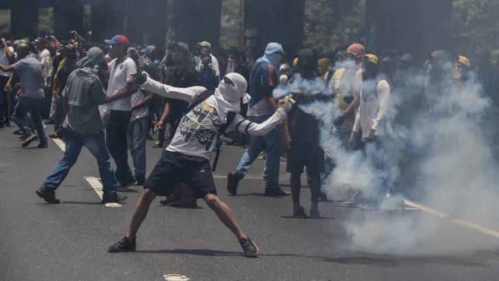 """Crisis política puede llegar a una """"radicalización sin retorno"""", advierte corresponsal en Caracas"""