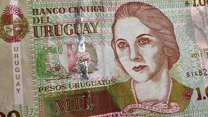Operación inédita: Uruguay emitió bono global en pesos nominales por US$ 1.250 millones