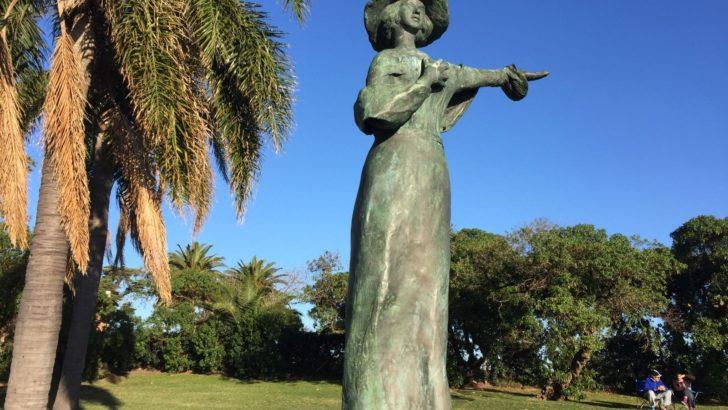 Una estatua rinde homenaje a Rosita Melo en el Parque Rodó