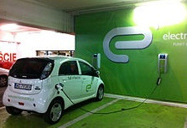 Con impulso a vehículos eléctricos, industria automotriz adelanta «final» de motores convencionales