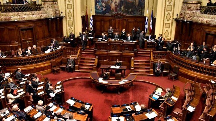 Oficialismo y oposición negocian redistribución de recursos