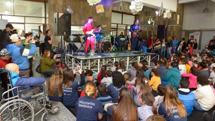 Fundación Telefónica celebró el Día del Niño junto a los niños del Pereira Rossell