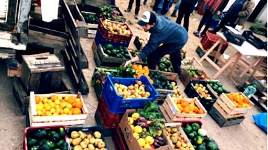 Red de Alimentos Compartidos, una ONG que distribuye los excedentes del Mercado Modelo
