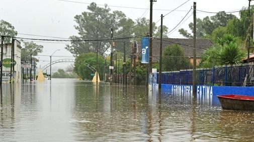 Intendente Orsi: «Las zonas donde las obras de drenaje no pasaron son un caos»
