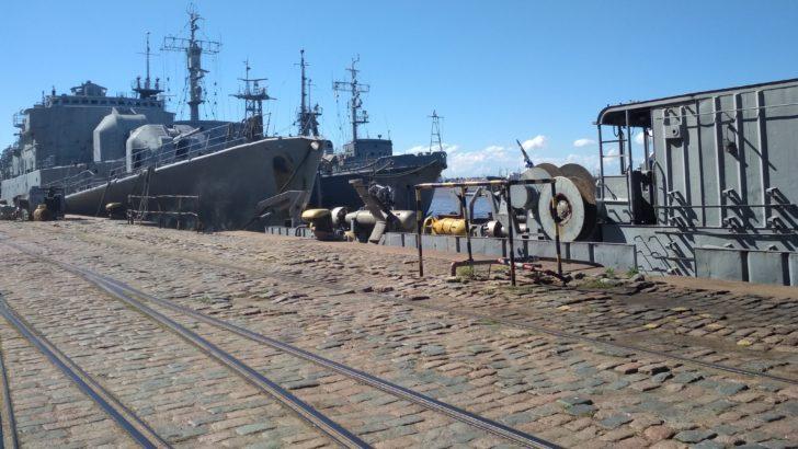 <em>En Movimiento</em>: Así funciona la base naval de la Armada en el puerto de Montevideo