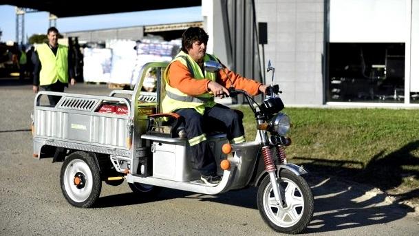 Plan piloto: La IM entrega moto-carros a recolectores que trabajaban en vehículos tirados por caballos