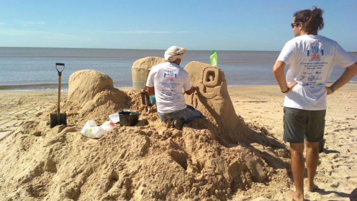 Esculturas de arena en playa Pocitos