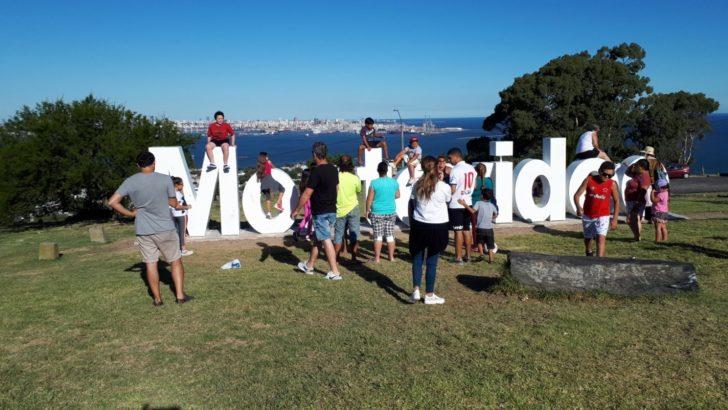 Inauguran cartel de Montevideo en la Fortaleza del Cerro