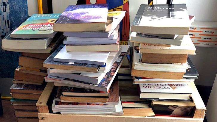 Donación de libros para la escuela de Berachí y su biblioteca móvil