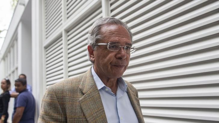 Transición de Bolsonaro adelanta reformas liberales y refuerza críticas a la prensa