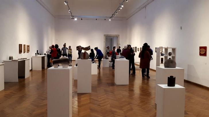 Museo Blanes: Cerámica y hierro dan forma a la muestra de Juan Pache