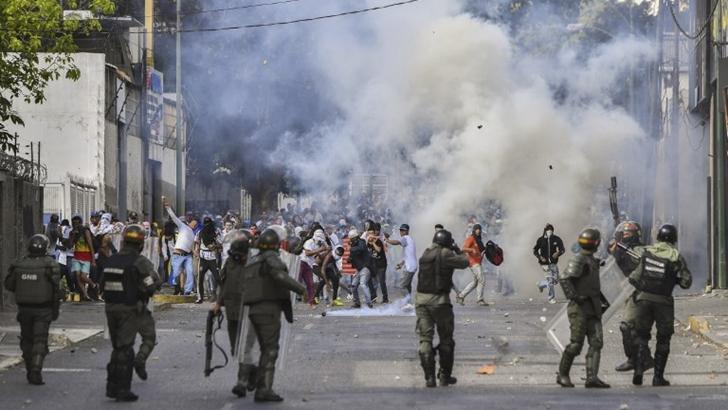 """""""El poder militar habló"""": Maduro se respalda en las Fuerzas Armadas en Venezuela"""