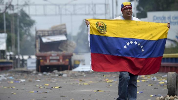 ¿Se puede esperar un conflicto armado en Venezuela? Análisis del politólogo Carlos Luján