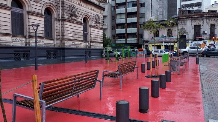 Plaza Osvaldo Crispo: Un espacio renovado para tomar un descanso en Cordón