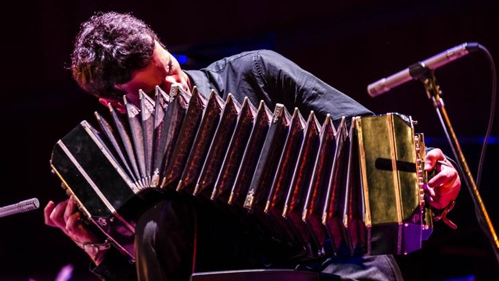 El desafío de ser Piazzolla: Lautaro Greco, bandoneonista del Quinteto Ástor Piazzolla